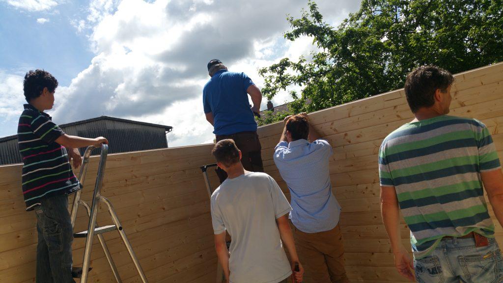Der Aufbau der Blockhütte